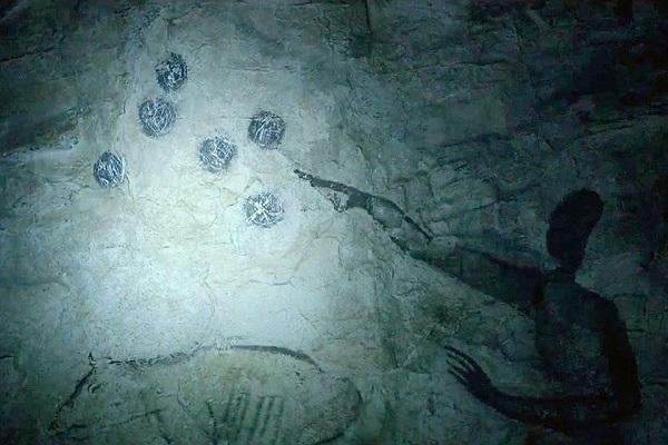 نقوش طراحی شده در غارها