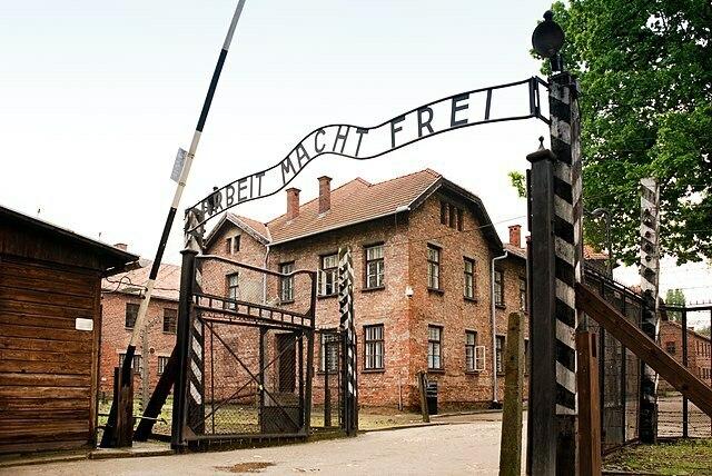 اردوگاه کار اجباری آشویتس و افسانه هولوکاست