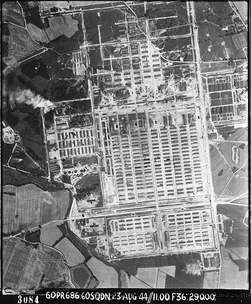 نمای هوایی اردوگاه آشویتس