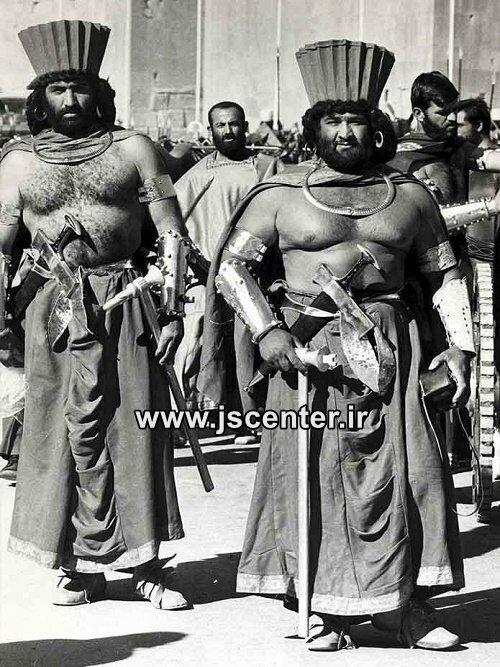 سربازان مضحک هخامنشی در جشن 2500 ساله