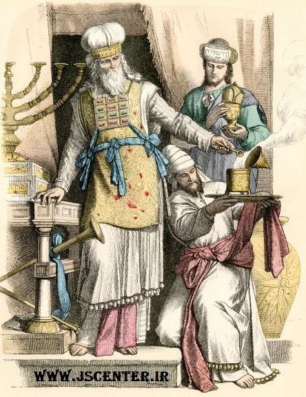 کاهن بزرگ معبد به همراه لباس مخصوص، افود و حوشن