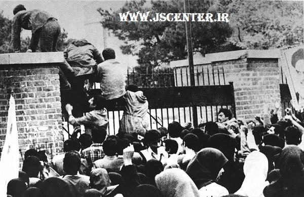 بالارفتن دانشجویان از دیوار سفارت آمریکا